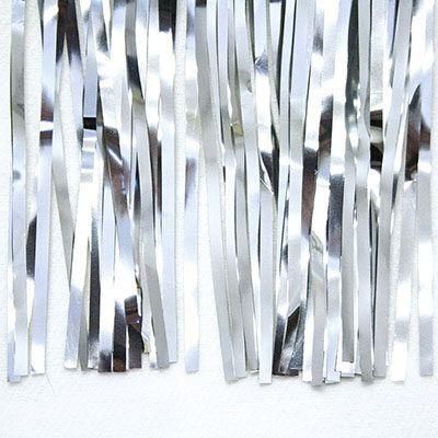cortina de flecos plateada